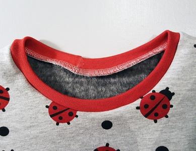 Shirt-nähen-Halsbündchen-angenäht